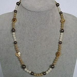 NWT Paw print charm beaded necklace